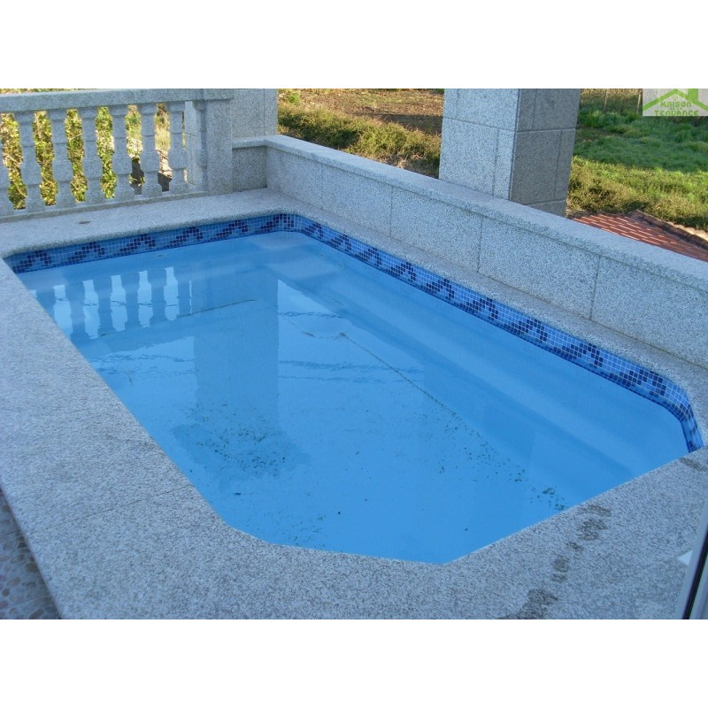 Piscine coque polyester leo for Piscine polyester