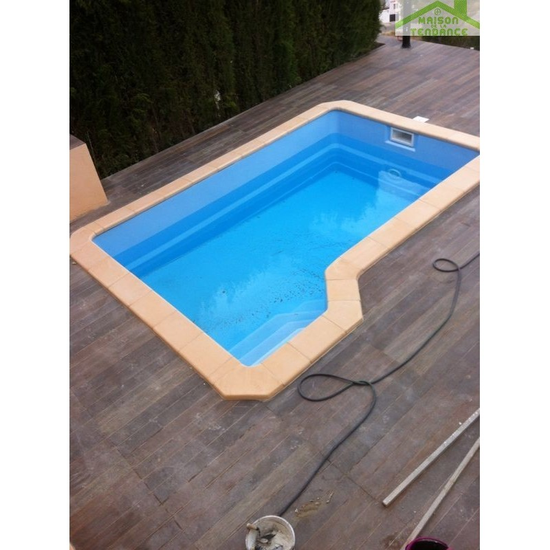 Piscine coque polyester capricorne for Piscine polyester
